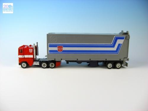 mb-optimus-prime-red-foot-alternate-mode-1