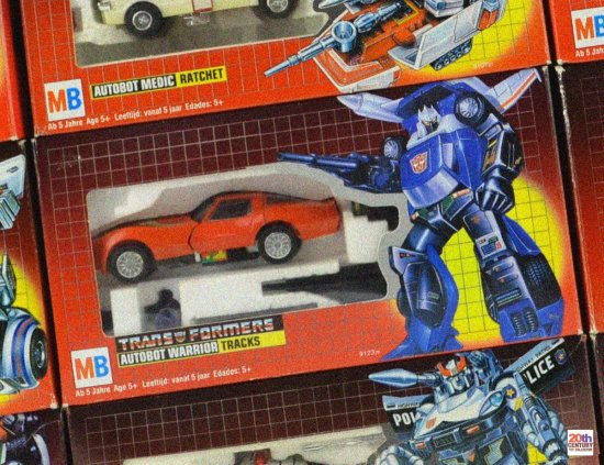 mb-autobot-cars-wall-red-tracks